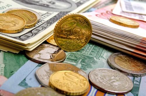 Cross currency triangulation