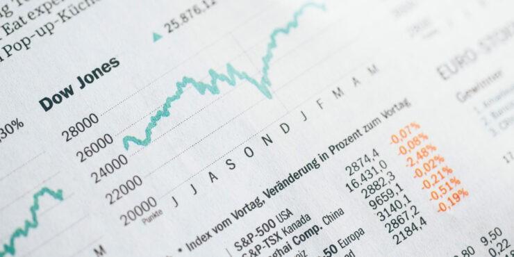 pagrindiniai akcijų prekybos rodikliai)